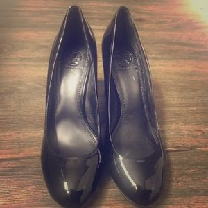 ONLY WORN ONCE! Tory Burch round toe pumps!